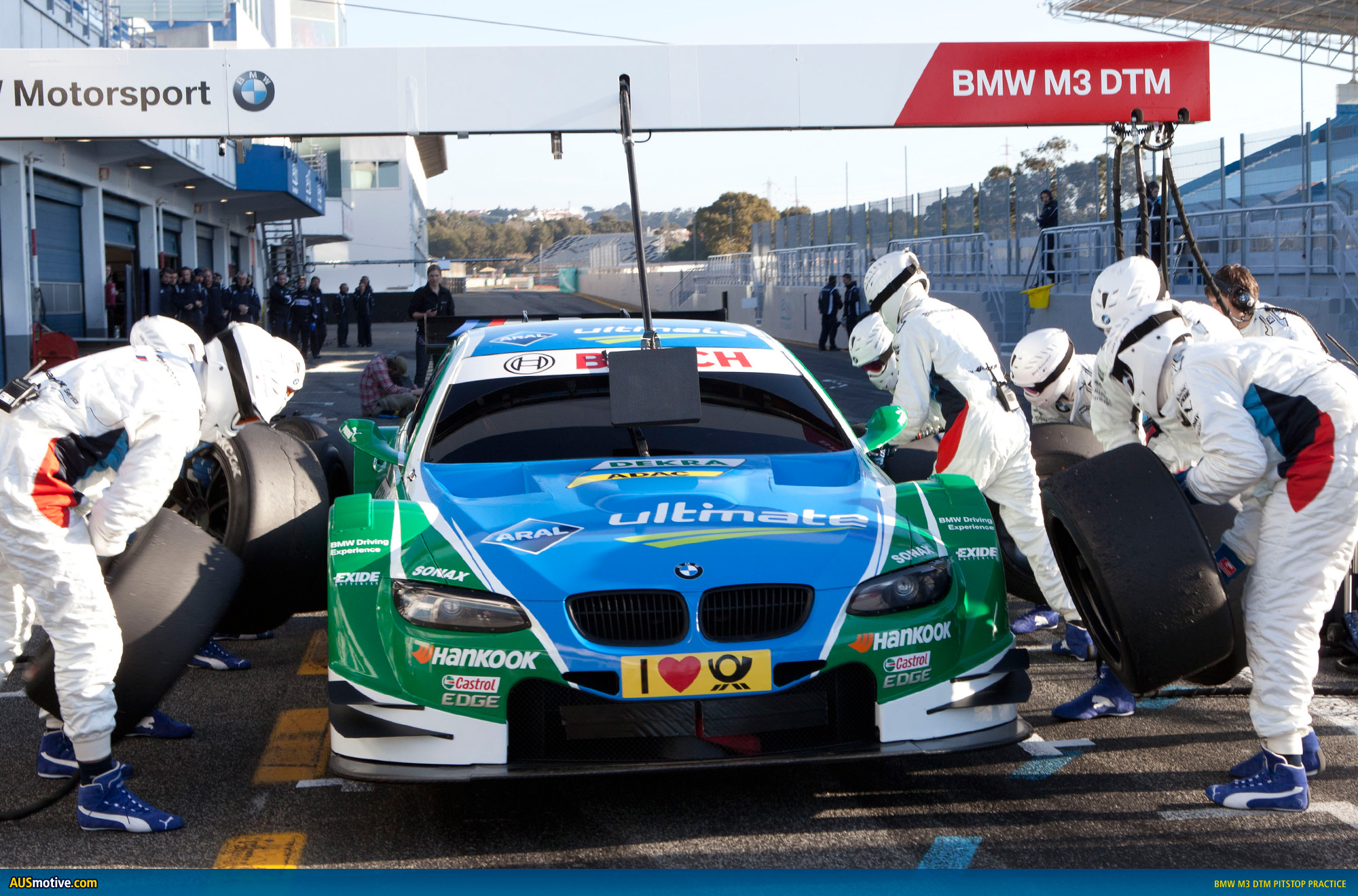 BMW-M3-DTM-pitstop-practice-04