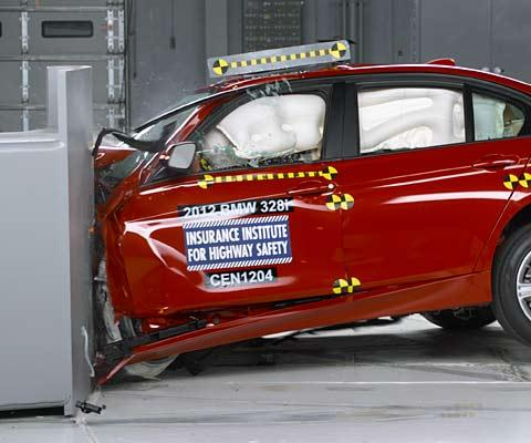 2012 BMW 328i New IIHS test