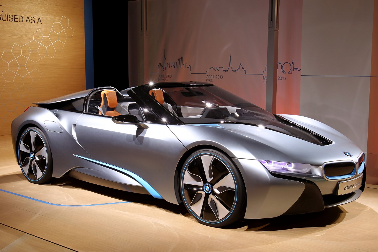 "Uma Thurman helps unveil the BMW i8 Concept Roadster at the opening night party of the BMW i ""Born Electric"" World Tour in New York City"