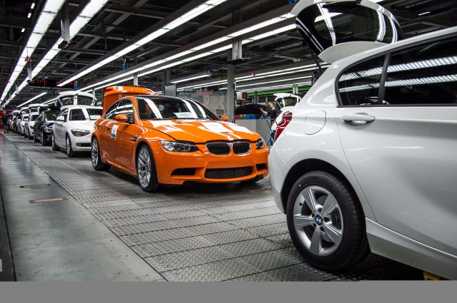 The recently superseded generation of the BMW M3: aluminium bonnet and front side panels made of synthetic material.