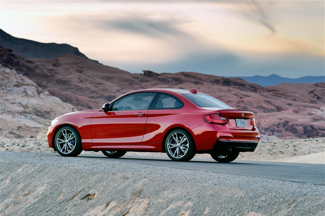 2014-BMW-M235i-20