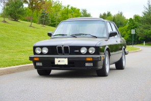 Video: BMW E28 M5 Reviewed by Jalopnik