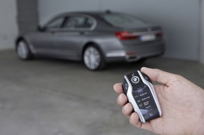 Watch the Self Parking 2016 BMW 7 Series