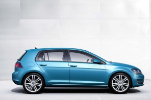 2014-Volkswagen-Golf-2.5L-With-Convenience-And-Sunroof