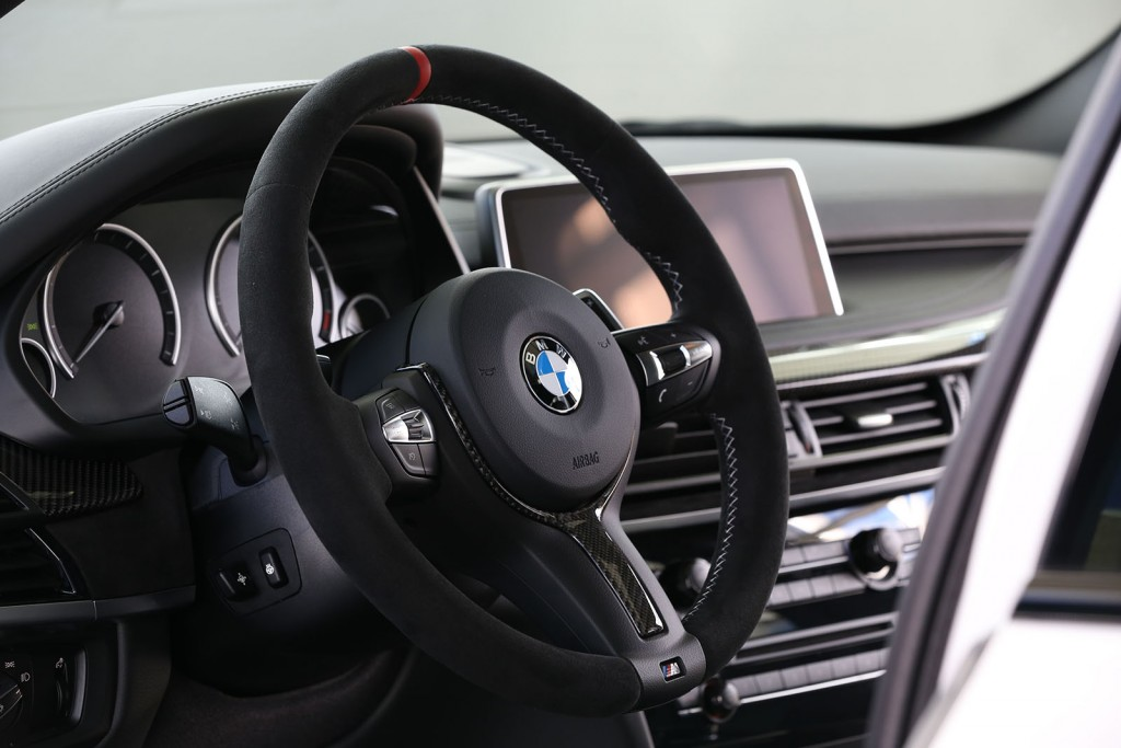 bmw_x5_-_m_performance_steering_wheel