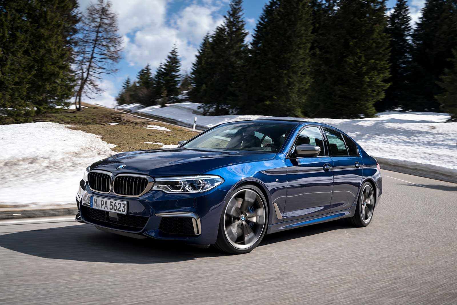 the bmw m550i xdrive is here and it looks spectacular bimmerfile. Black Bedroom Furniture Sets. Home Design Ideas